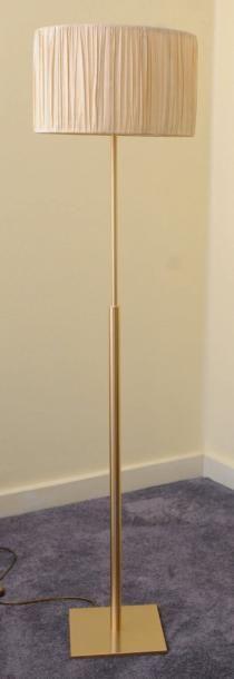 Lampe de parquet en métal doré - Peters Design...