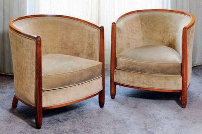 Paire de fauteuils gondole à piètement en...
