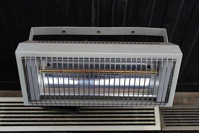 Neuf chauffages à résistance électrique suspendus...