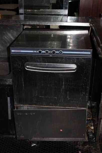 Un lave vaisselle Comenda inox