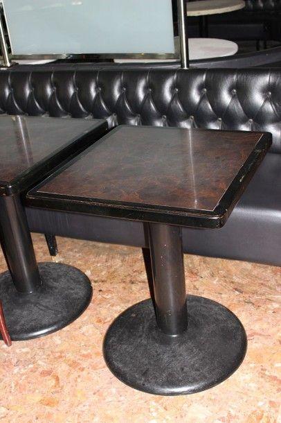 16 tables carrées type bistrot en en bois...