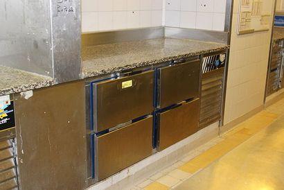 Armoire réfrigérée en inox, quatre tiroirs...