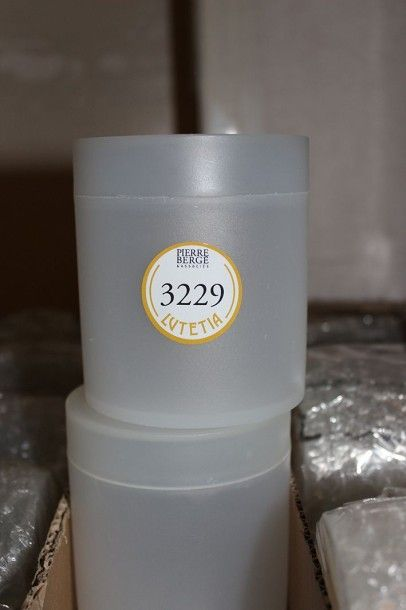 Environ 120 boîtes à coton cylindriques en...