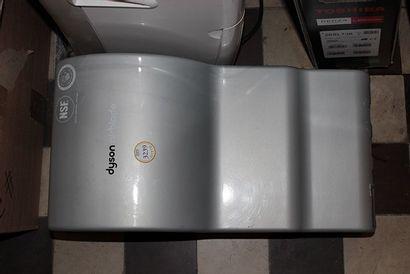 Sèche-mains à air pulsé DYSON