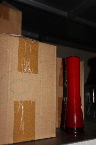 Lot de 64 vases soliflore en verre rouge
