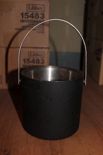 Lot de 14 seaux à glace en métal vernis noir...