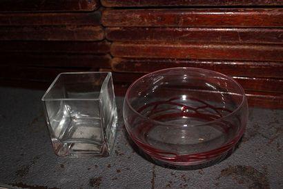 Lot de 50 présentoirs longilignes en verre,...