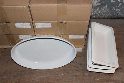 Lot de 20 plats creux ovales en porcelaine...