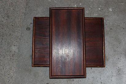 Important lot de plateaux carrés en bois...