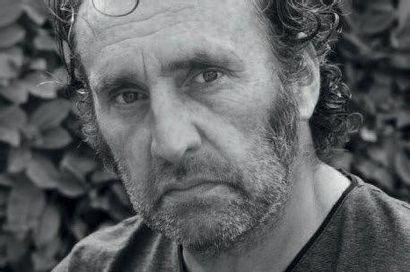 THIERRY BISCH (né en 1953) Escarpins rouges, 2004 Technique mixte sur toile. Signée...