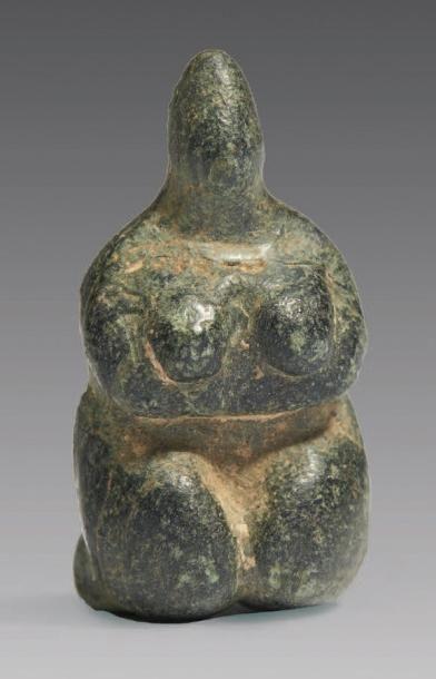 DÉESSE MÈRE. Figurine représentant une femme...