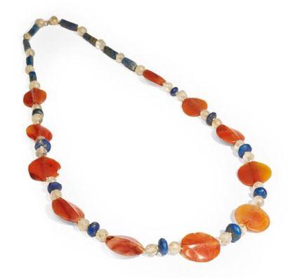 COLLIER formé de perles discoïdales, sphériques...