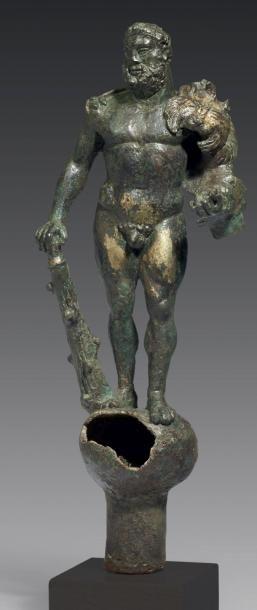 STATUETTE D'HÉRACLÈS. Grande statuette représentant...