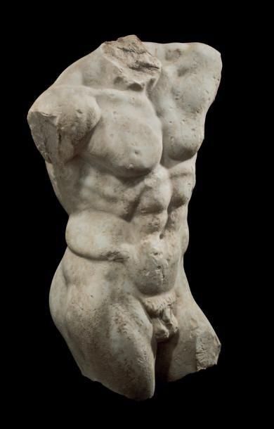 TORSE VIRIL. Torse de statue représentant...