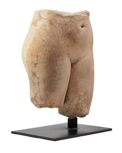 BASSIN DE VÉNUS. Fragment de statue représentant...