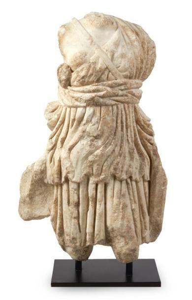 DIANE CHASSERESSE. Statue acéphale représentant...