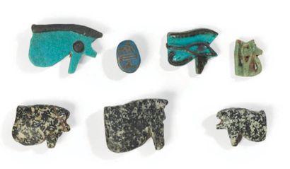 SEPT AMULETTES. Lot composé de sept amulettes...