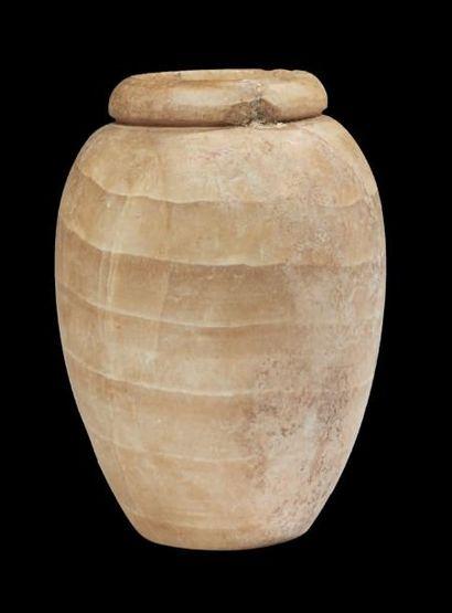 VASE TONNELET. Vase à panse piriforme surmontée...