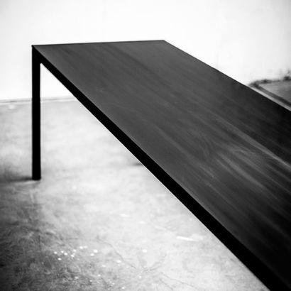 POL QUADENS (NÉ EN 1960) Prototype «Less is Less» table, 2014 Acier et corian noir...