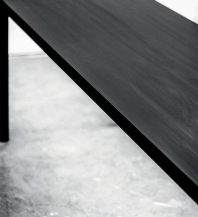 POL QUADENS (NÉ EN 1960) Prototype «Less is Less» bench, 2014 Acier noir et corian...