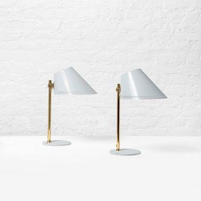 PAAVO TYNELL (1890-1973) Finlande Paire de lampes de table modèle «9227» Metal laqué...
