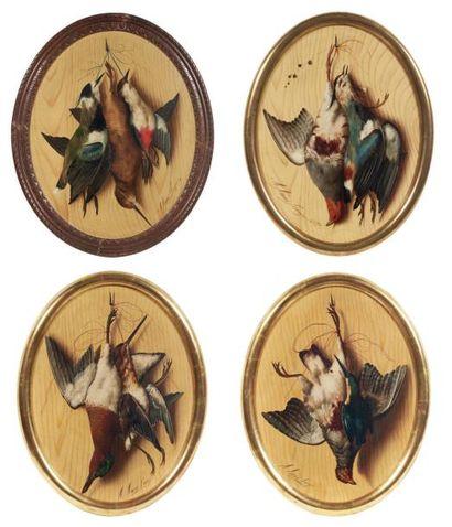 RÉUNION DE QUATRE TROMPE-L'OEIL à décor polychrome, représentant des oiseaux. Signés:...
