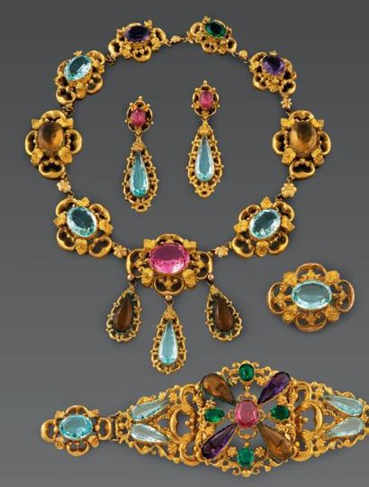 PARURE en argent doré comprenant: un collier...