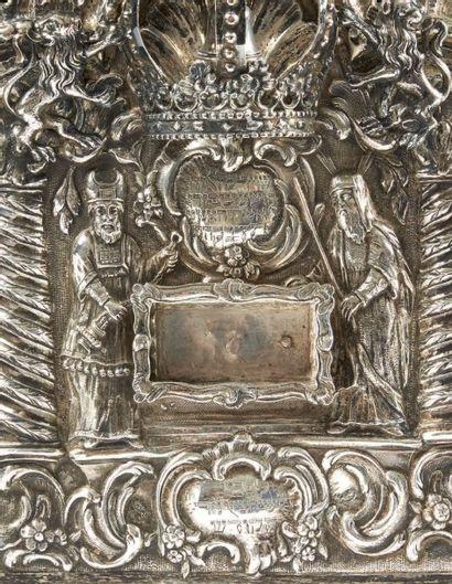 TRÈS IMPORTANTE PLAQUE ORNEMENTALE DE TORAH EN ARGENT Breslau, 1777. Maître orfèvre...
