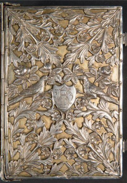 RARE RELIURE EN ARGENT Pologne, première moitié XIXème siècle Décor d'oiseaux et...