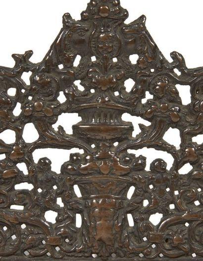 RARISSIME LAMPE DE HANOUKKA ITALIENNE Epoque XVIIème siècle Décor ajouré en bronze....