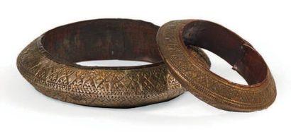 LOT composé de deux bracelets en métal. Sumatra?....
