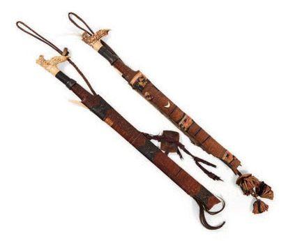 LOT composé de deux sabres «Mandaau» aux...