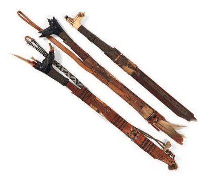 LOT composé de trois sabres «Mandaau» aux...