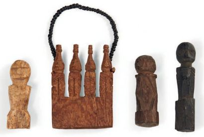 LOT composé de quatre amulettes anthropomorphes...
