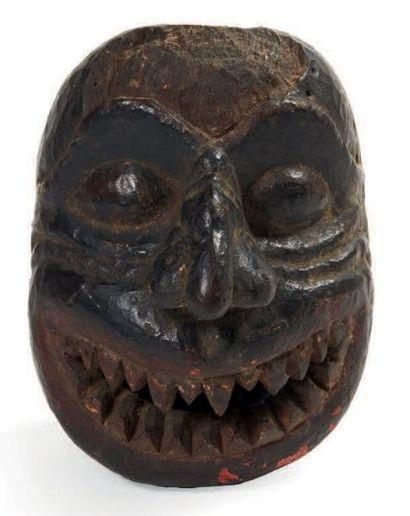 ANCIEN MASQUE de démon en bois décoré d'anciennes...