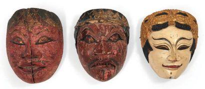 LOT composé de trois masques en bois de théâtre...