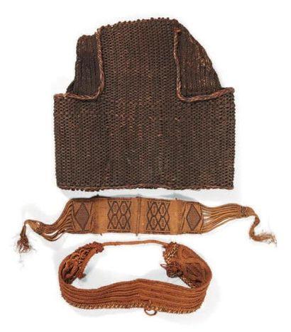 LOT composé d'une armure en fibre de Papouasie...