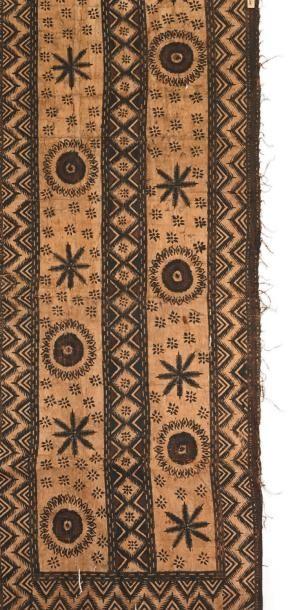 TAPA décoré de motifs abstraits et géométriques....