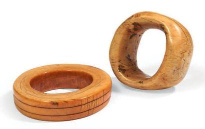 LOT composé de deux bracelets anciens en...