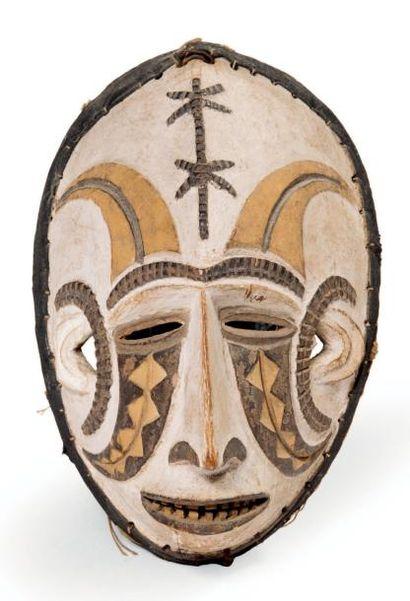 EXCEPTIONNEL MASQUE «Mmwo» en bois sculpté...