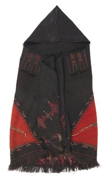 MANTEAU sans manche à capuche en laine brodé de motifs abstraits. Afrique du No...