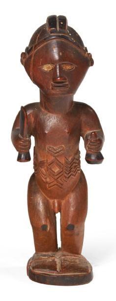 FÉTICHE en bois sculpté représentant un ancêtre...