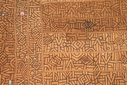NTCHAK KUBA ZAÏRE. RDC. Grand tissu ocre...