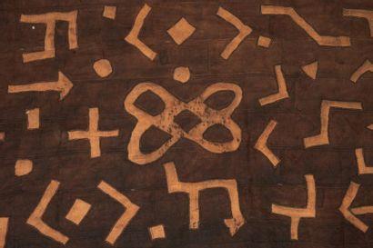 NTCHAK KUBA ZAÏRE. RDC. Grand tissu à motifs...