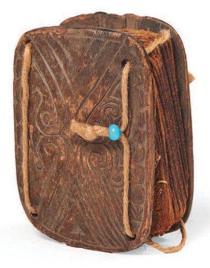 LIVRE DE DIVINATION «Pustaha» en bois et...