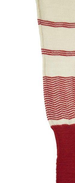 JEAN PATOU, circa 1925/26 SWEATER déconstruit en jersey* de laine ivoire et sang...