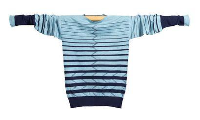 JEAN PATOU, circa 1925/26 SWEATER en jacquard* de laine rayé bleu marine et chiné...
