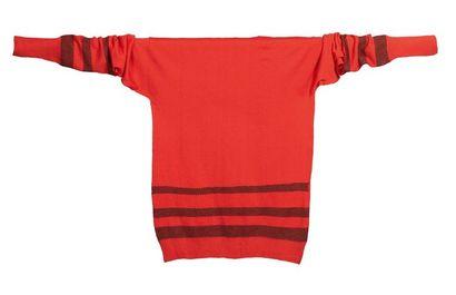 JEAN PATOU, circa 1925/26 SWEATER en jersey* de laine noir et rouge agrémenté de...