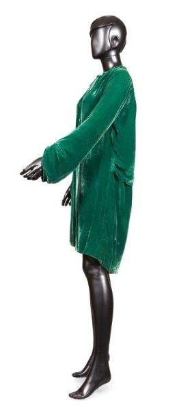 JEAN PATOU, circa 1928 MANTEAU DU SOIR en panne de velours de soie émeraude, bas...