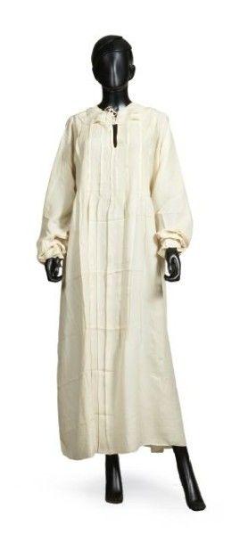 JEAN PATOU, circa 1920/25 CHEMISE DE NUIT en soie ivoire, double collerette, nervures...